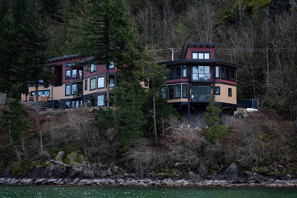 the lodge on harrison lake